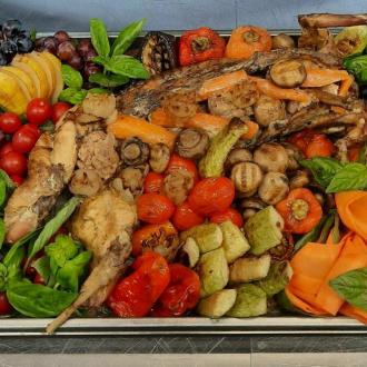 Кролик томлений у вершках з овочами