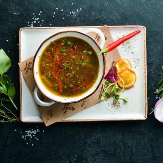 Пікантний суп з чечевицею, овочами та телятиною