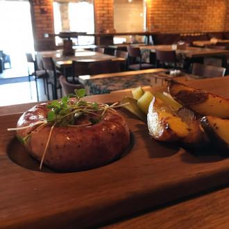 Ковбаска домашня з картоплею по-селянськи
