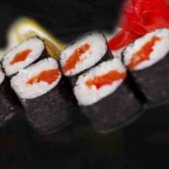 Макі суші лосось