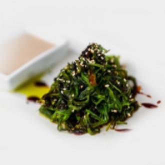 Салат чука з горіховим соусом