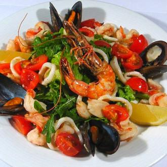Гарячий квок-салат з морепродуктами