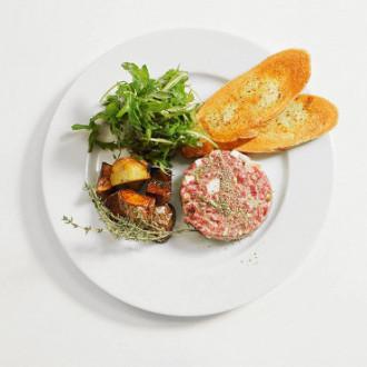 Тартар з телятини з житніми тостами